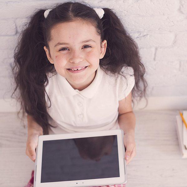 Курсът по дигитално рисуване за деца е синтез между класически и дигитални изобразителни средства. Развитие на креативността чрез експериментиране и свобода.