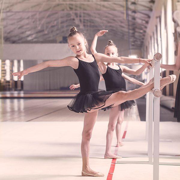 Курсът по Класическия балет за деца изгражда баланс, център, координация, позиция и издръжливост на тялото.