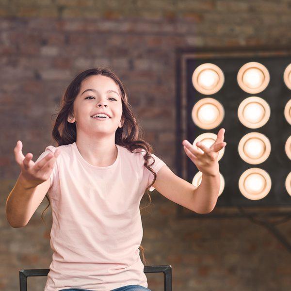 Актьорите и танцьорите трябва да притежават много и различни умения. За тях звукът и музиката са мощно средство за себеизразяване. Игри с различни музикални инструменти, говорни практики и техники.