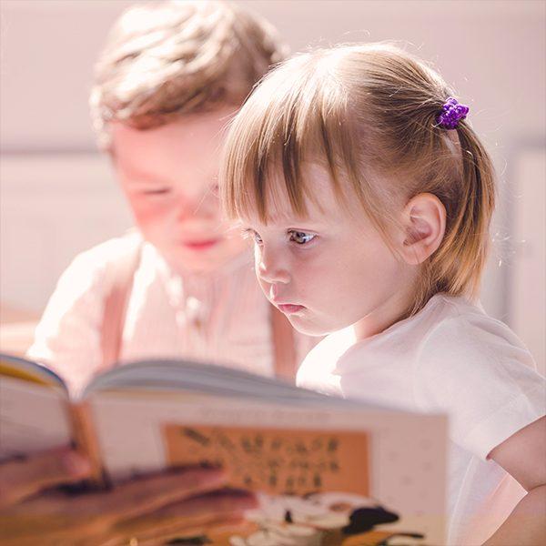 Школа по английски език за деца 4,5-5,5 г. В курсовете за най-малките се учи чрез игрови формати в малки групи до 10 деца, съобразени с възрастта им.