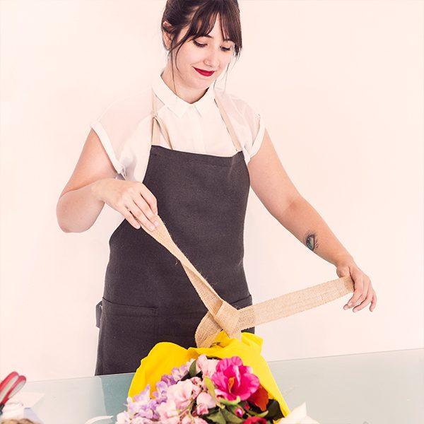 Курсът дава ясни насоки за всеки начинаещ флорист как да се изгради като професионалист, като създаде свой собствен стил.