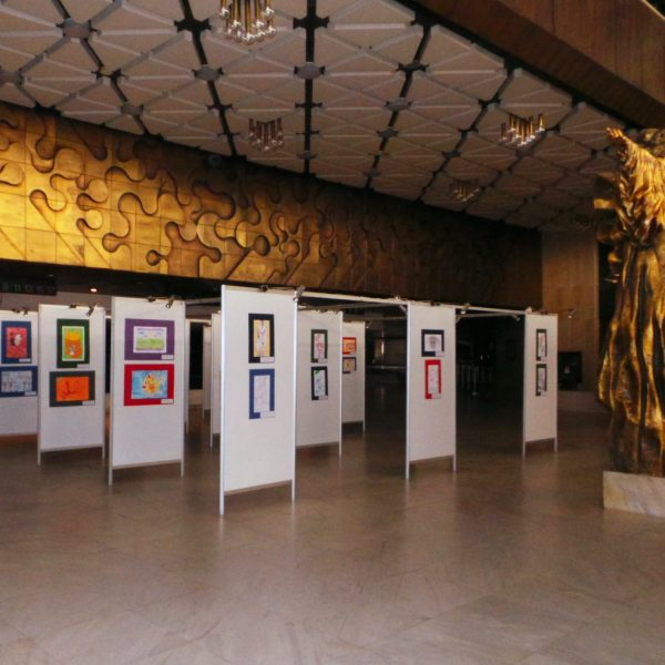 """Картини от благотворителната изложба """"За теб"""""""